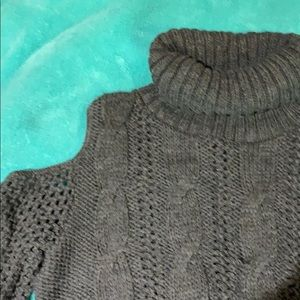American Eagle Outfitters Sweaters - American Eagle cut out shoulder sweater